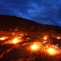凉山彝族火把节首日 38万游客凉山追火