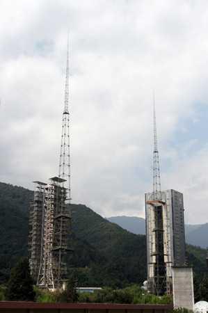 图文:西昌卫星发射中心的二号发射塔架