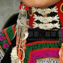 凉山彝女的高贵颈饰