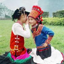 彝族风情:服饰篇(组图)
